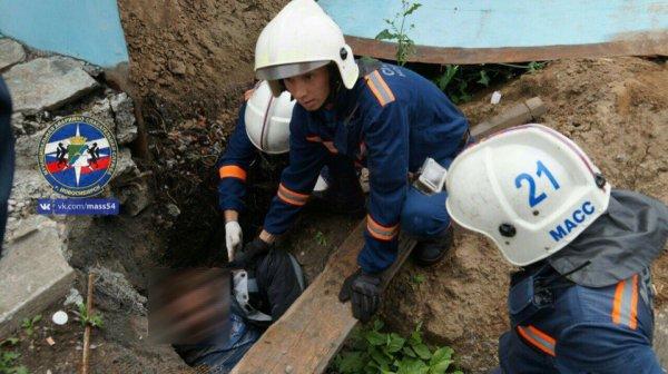 Нетрезвый мужчина упал встроительную яму вНовосибирске