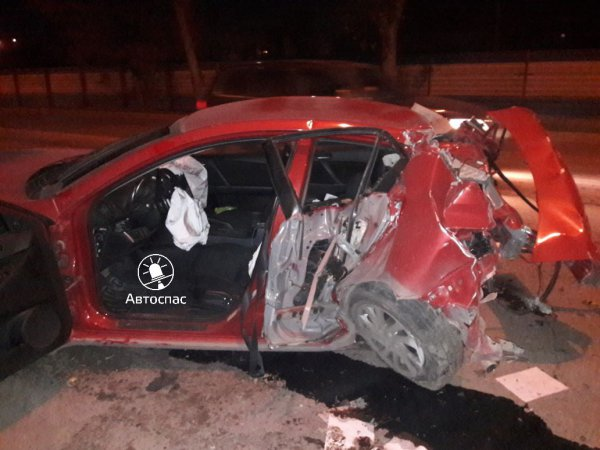 Появились фото жесткого ДТП в Первомайском районе Новосибирска, где пострадала водитель «Мазды»