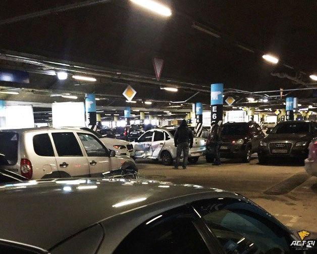 В Новосибирске на парковке произошло ДТП «Лады» и BMW X5