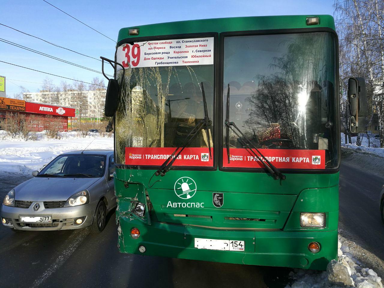 В Новосибирске произошло массовое ДТП с участием автобуса №98