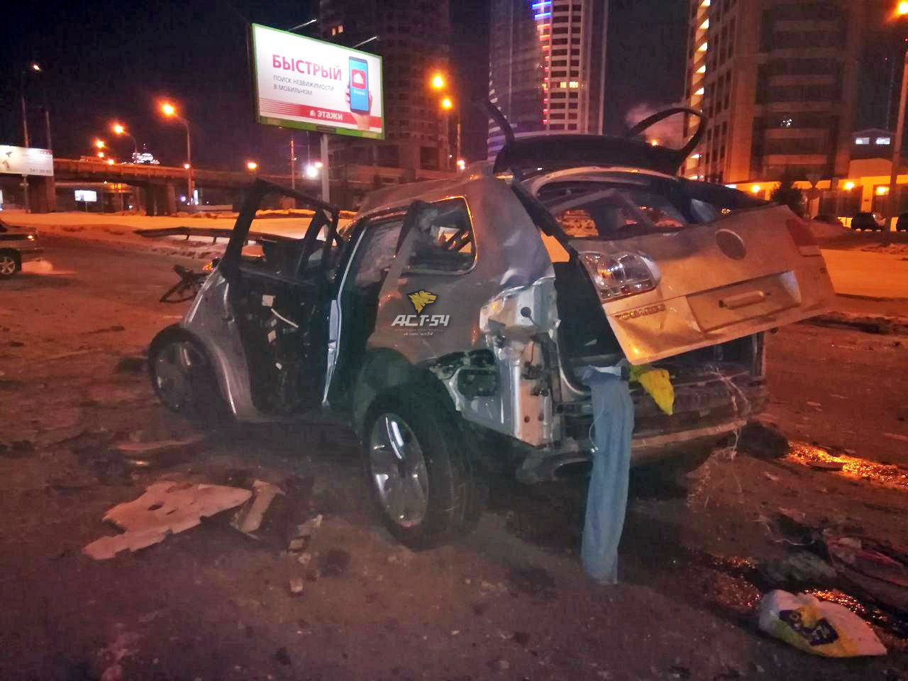 Смертельное ДТП в Новосибирске: водитель и пассажиры вылетели из иномарки