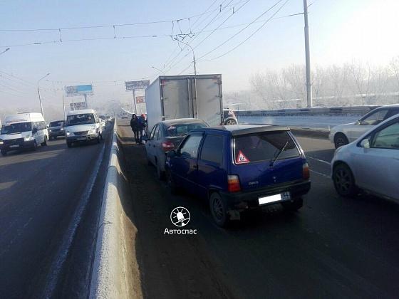 Массовое ДТП в Новосибирске: пассажирка «Оки» получила травму головы