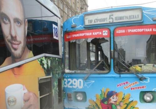 Троллейбус №5 оказался без лобового стекла после ДТП с автобусом №18