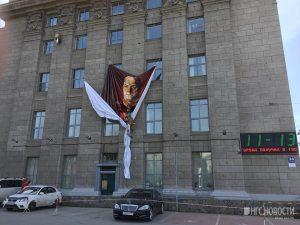 На фасаде мэрии Новосибирска разместили портрет великого полководца