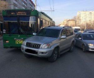 Жестое ДТП с троллейбусом в Новосибирске, пострадал водитель Toyota
