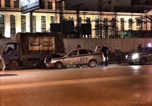 В Новосибирске произошло ДТП автомобиля ГИБДД с грузовиком