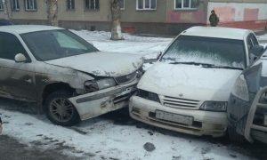 Новосибирец догнал и задержал лихача, который въехал в припаркованные машины