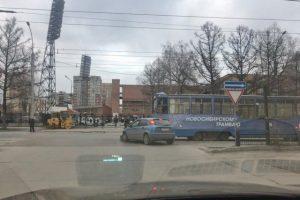 Форд Фокус протаранил легендарный трамвай №13 в Новосибирске