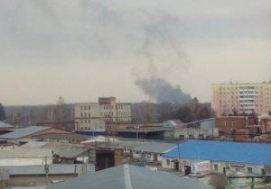 Почти сутки пожар на свалке в Бердске распространяет смог над городом