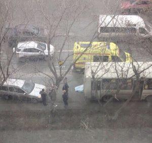 В Новосибирске автобус задавил своего водителя
