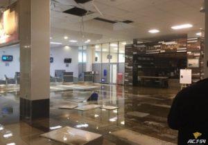 В аэропорту Толмачёво прорвало трубы и терминал А затопило водой