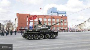 Парад Победы состоялся в Новосибирске на площади Ленина