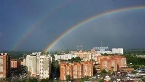 В небе над Новосибирском раскинулась необычно яркая двойная радуга