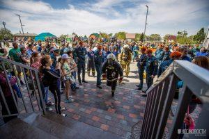 «Вертикальный вызов»: пожарные устроили скоростной забег на высотку
