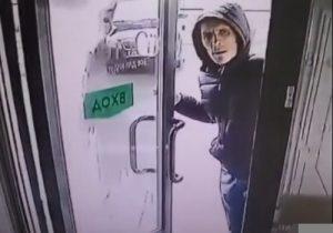 В Новосибирске разыскивают мужчину, ограбившего салон красоты