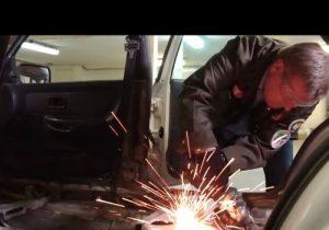 """Локоть пришёл с """"болгаркой"""" на съёмки «Гаража 54» доделывать суперузкую машину"""