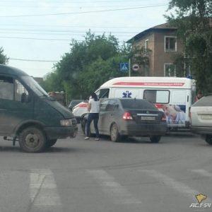 ДТП со «Скорой» в Новосибирске - пострадал водитель иномарки