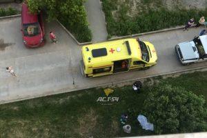Жительница Новосибирска выпала из окна и разбилась насмерть