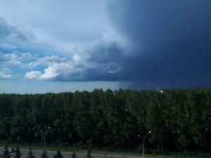 Жители Новосибирска выкладывают в соцсети фото последствий грозы