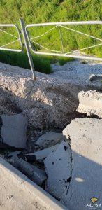 На автомобильном мосту через Бердь в Бердске провалился тротуар