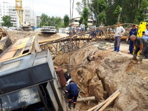 Спасатели Новосибирска вытащил двух рабочих из-под строительного крана
