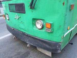 ДТП в Новосибирске: троллейбус протаранил иномарку