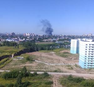 Пожар в Новосибирске: над правым берегом поднимается столб черного дыма