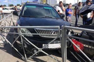 ДТП премиум-класса: в Новосибирске столкнулись Lexus и BMW