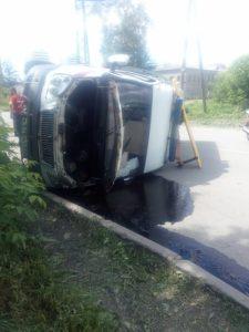 ДТП на Первомайке: «Скорая» опрокинулась на бок, пострадал водитель