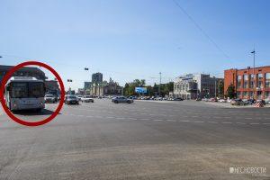 Новая разметка на площади Ленина запутала водителей Новосибирска
