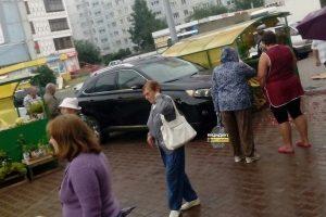 """ДТП в Новосибирске: """"Лексус"""" снес торговую палатку"""