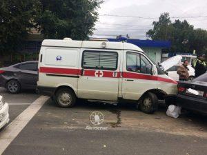 """Тройное ДТП со """"Скорой помощью"""" в Новосибирске - пострадал ребенок"""