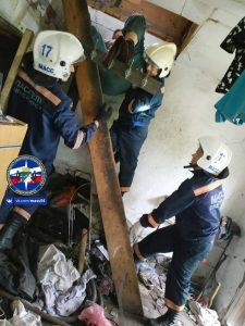Спасатели вызволили дачницу, повисшую вниз головой в дачном домике в Новосибирске