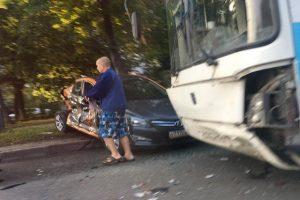 ДТП в Новосибирске: прокатный автомобиль врезался в автобус с пассажирами