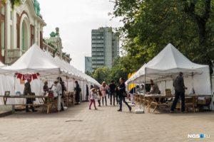 В Новосибирске за краеведческим музеем открылась большая книжная ярмарка