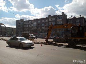 У Дома офицеров в Новосибирске строят платную парковку