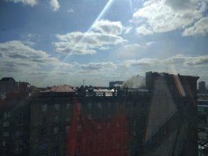 В Новосибирске загорелась крыша «Дома под строкой»