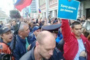 В Новосибирске ОМОН избил дубинками протестующих