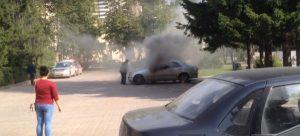 У здания администрация Новосибирска вспыхнул автомобиль