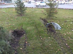 Peugeot протаранил забор на центральной улице Бердска