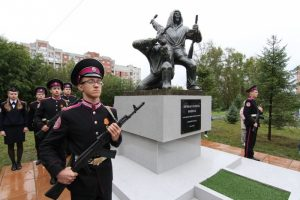 Возле кадетского корпуса в Новосибирске открыли памятник бойцам 29-й лыжной бригады