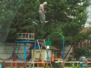 В Новосибирске появилась пугающая детская площадка