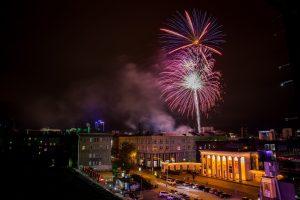 Над Новосибирском прогремел фейерверк в честь парада студенчества