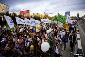 Шесть тысяч студентов-первокурсников прошлись строем по Новосибирску