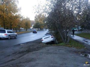 Житель Новосибирска попал в западню на обочине