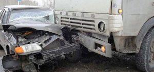 Камаз раздавил иномарку в Убинском районе, погиб водитель
