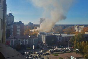 Пожар на Красном проспекте: на место выехали пожарные