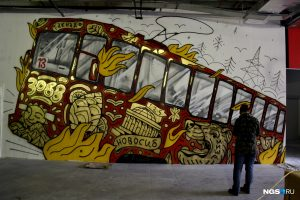 В центре Новосибирска нарисовали огромный трамвай № 13