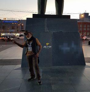 Полиция Новосибирска задержала нарисовавшего свастику на памятнике Ленину