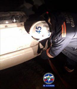 Спасатели МАСС пришли на помощь застрявшему в грязи водителю